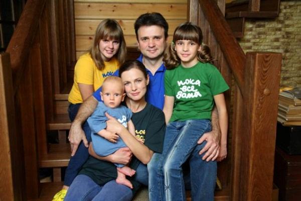Тимур Кизяков с женой и детьми фото