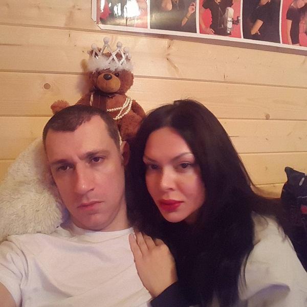 Виктория Карасева с мужем Вячеславом Дворецковым фото