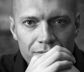 Телеведущий и видеоблогер Денис Семенихин: биография, фото