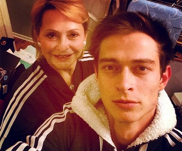 Павел Кравцов с мамой фото