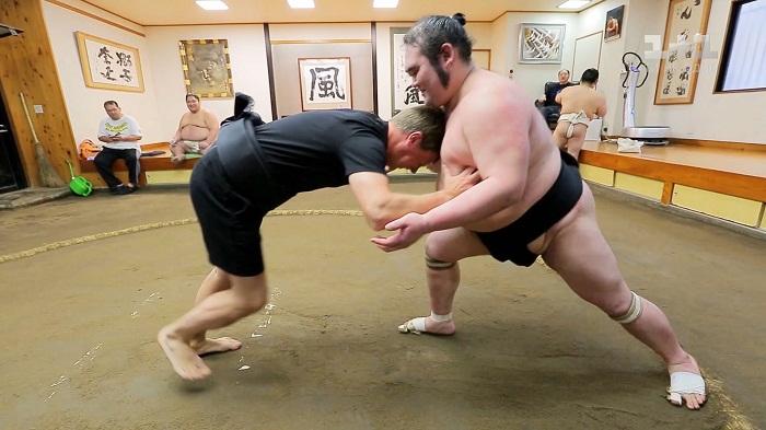 Дмитрий Комаров и борец сумо