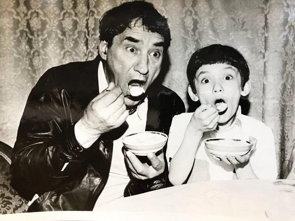 Карина Мишулина в детстве с знаменитым отцом фото