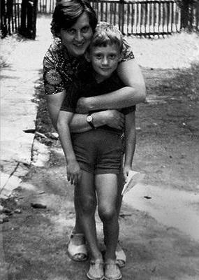 Анатолий Белый в детстве с мамой фото