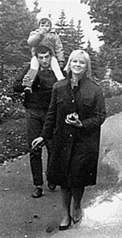 Галина Польских с мужем Фаиком Гасановым и дочкой
