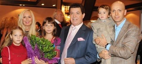 Иосиф Кобзон с семьей фото