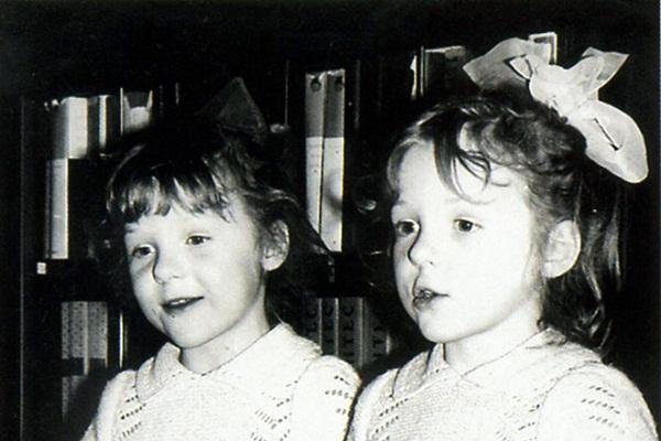 Полина Кутепова в детстве с сестрой фото