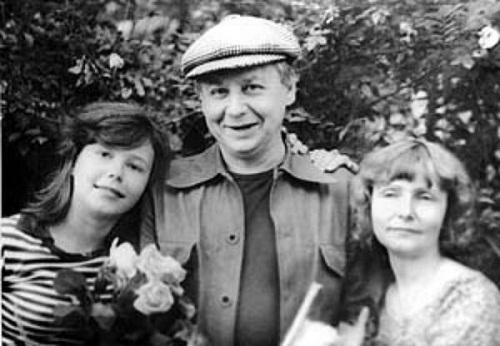 Александра Табакова в детстве с отцом и матерью