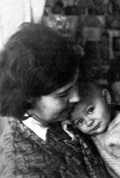 Александр Збруев в детстве с мамой фото
