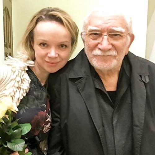Армен Джигарханян и Виталина Цымбалюк-Романовская фото
