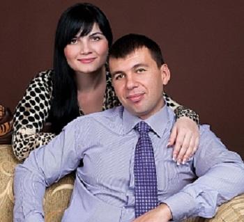 Денис Пушилин с женой фото