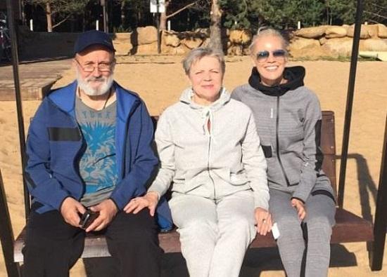 Елена Летучая с мамой и отцом фото