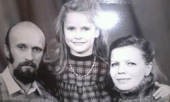 Елена Летучая с родителями в детские годы фото