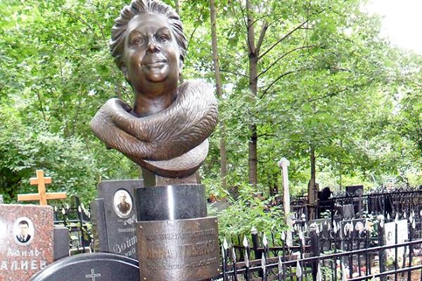 Инна Ульянова памятник