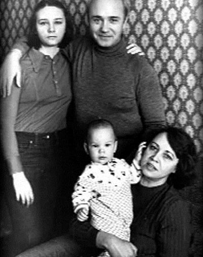 Леонид Куравлев с семьей: женой, сыном и дочкой фото
