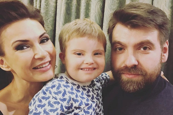 Эвелина Бледанс с семьей фото фото