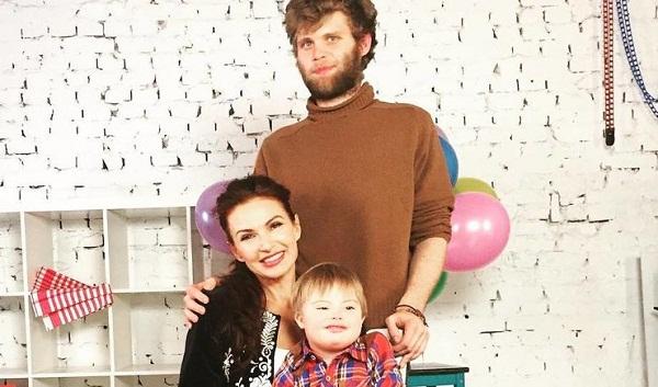 Эвелина Бледанс с сыновьями фото