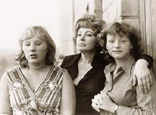 Алла Ларионова с дочерьми Алёной и Ариной фото