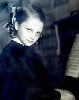 Наталья Кустинская в детские годы