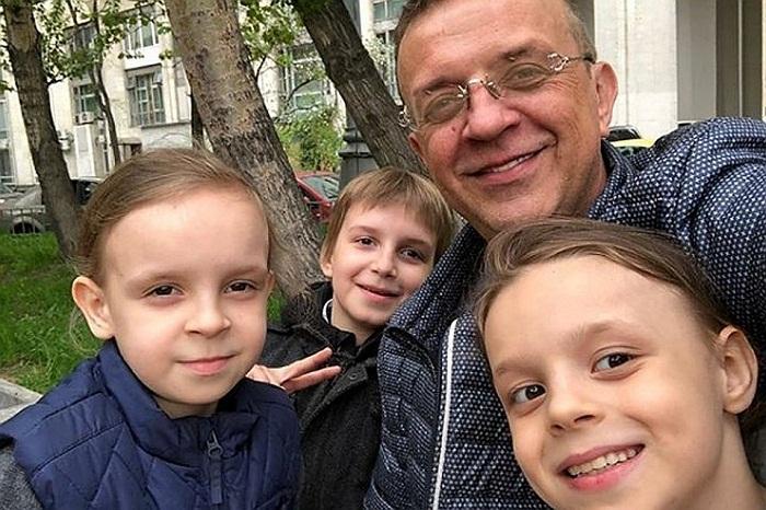 Рома Жуков с детьми