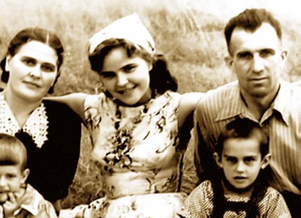 Тамара Семина с матерью и отчимом