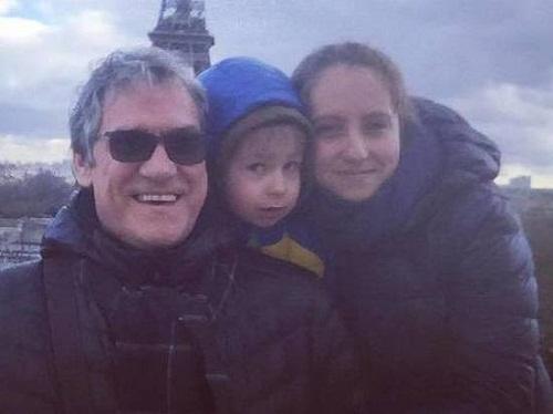 Валерий Гаркалин с дочерью и внуком