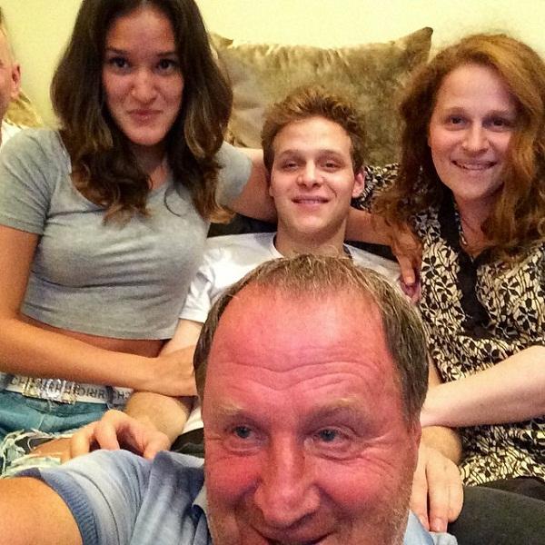 Владимир Стеклов с дочерьми и внуком