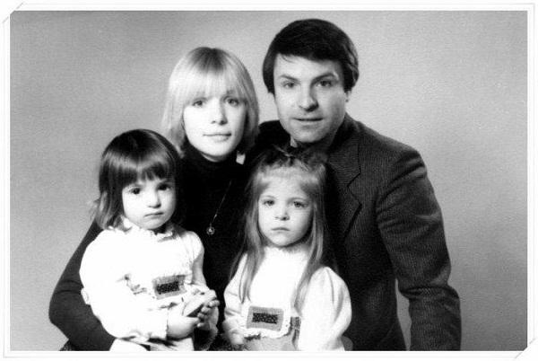Родион Нахапетов с первой женой и дочерьми