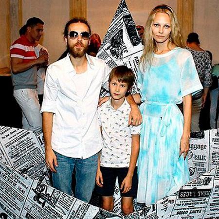 Кирилл Толмацкий с женой и сыном фото