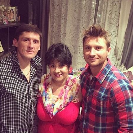 Сергей Лазарев с братом Павлом и мамой Валентиной Викторовной